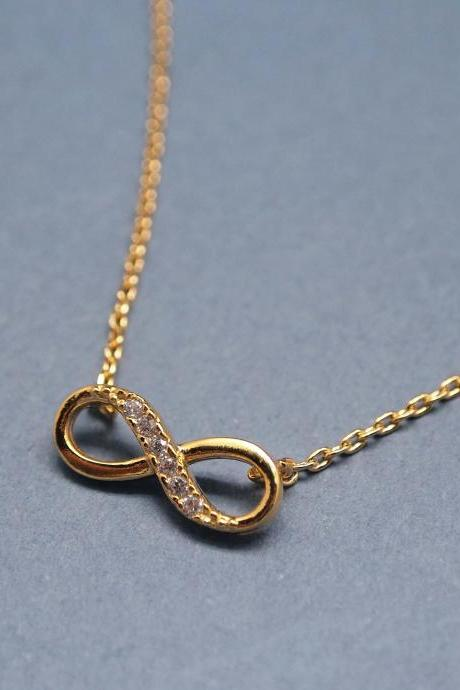 Infinity pendant necklace in gold