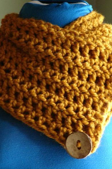 Le Petite Saranac Coconut Button Chunky Cowl - Butterscotch