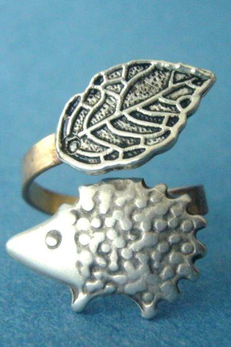 leaf and hedgehog ring, adjustable ring, animal ring
