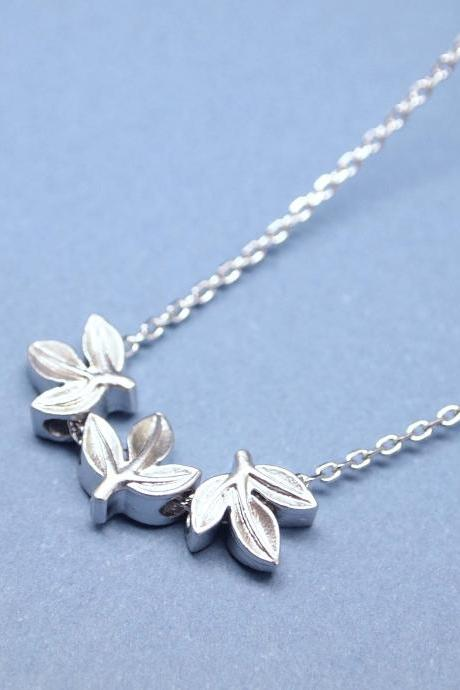 Laurel leaf necklace in SILVER