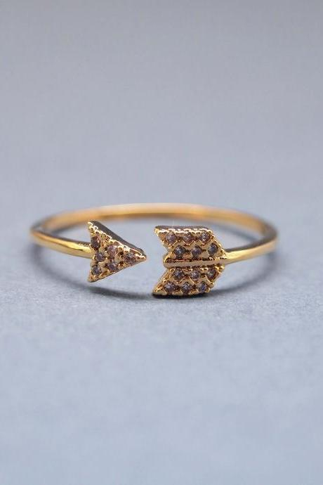 Arrow ring with Rhinestone in gold Adjustable Ring