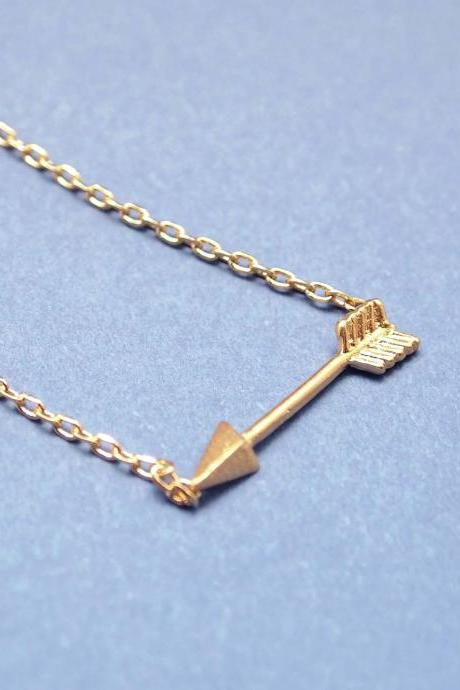 Tiny Piercing Arrow Necklace in gold