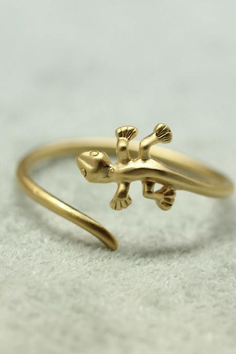 Cute and unique lizard rings in gold- Adjustable Ring