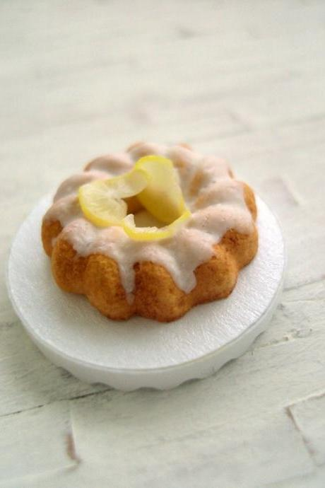 Miniature Lemon Bundt Cake - 1/12 Scale Dollhouse Miniature
