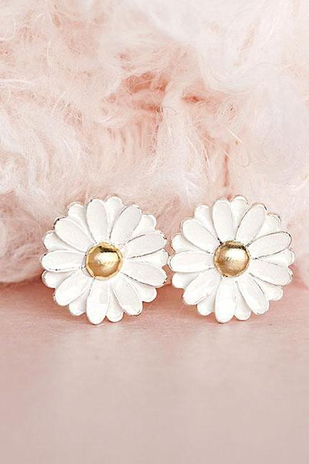 White Daisy Stud Earrings, Flower Ear Posts, Wedding, Bridesmaids Gifts