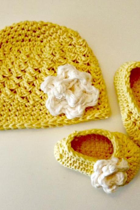 New Baby Gift yellow with ivory hat and booties with rose