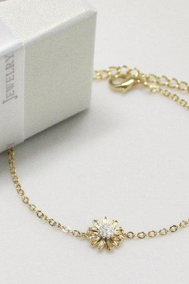 Bridesmaid gifts - Set of 5 - Daisy flower bracelet in gold